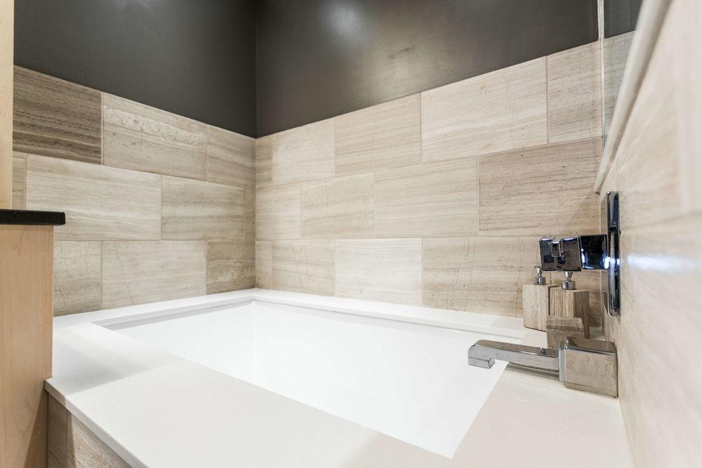 Modern Bathroom-8.jpg