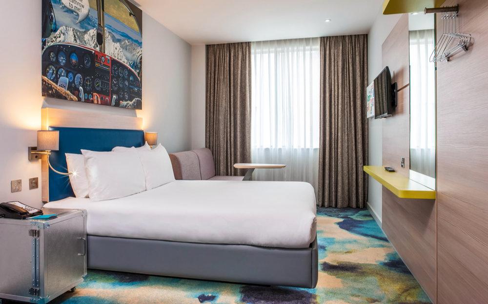 hotel-ibis-styles-heathrow-airport-london-bedroom-p.jpg