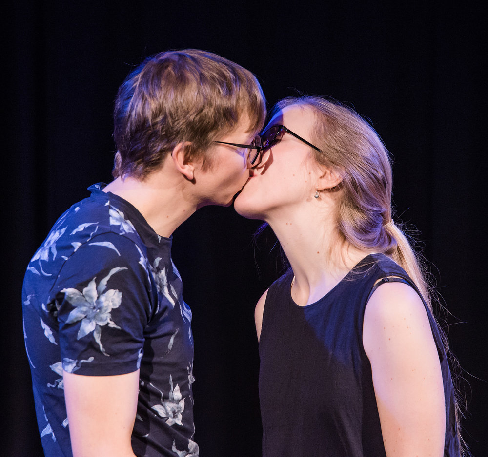 SWIPE(NO) - In SWIPE you choose the characters. It's the signature piece of Arnika, one of Oslo´s most experienced duos. They improvise songs and scenes with a strong emotional base, and you get to know the characters' hidden sides and vulnerabilities.