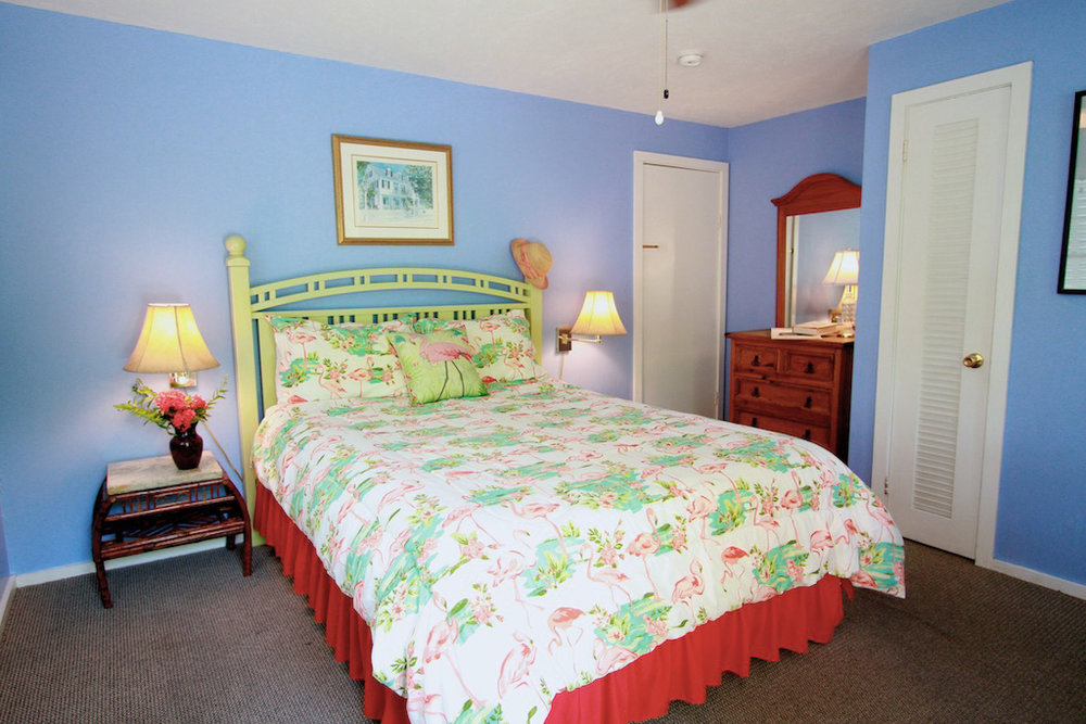 AUDUBON - ⇨ Sleeps 2Queen bed with private bathroom. Room opens onto upper sun deck, with outdoor seating. Combine with the Wilder to form a suite.2nd Floor