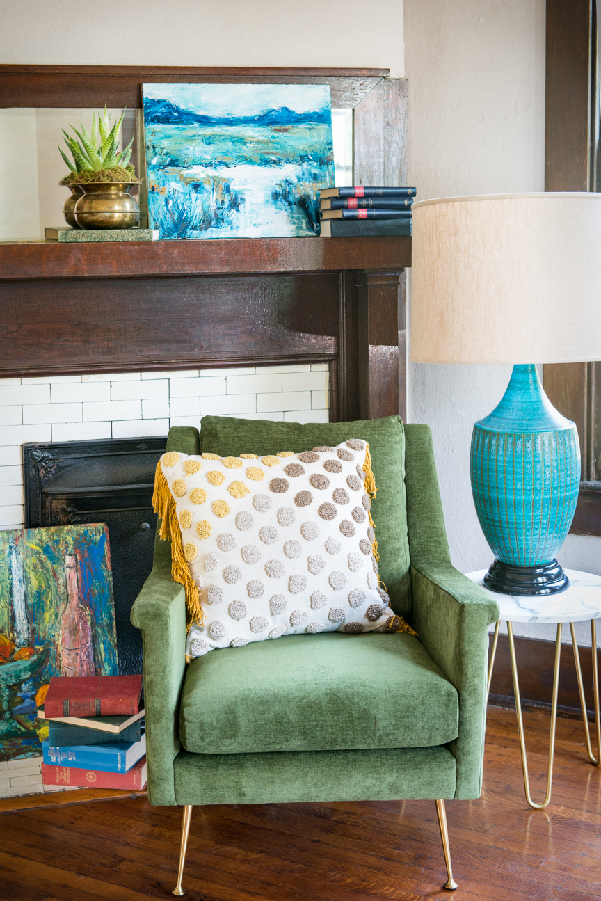 Mid-Century Home Decor | Home Decor Ideas | Mid-Century Modern | Mid-Century Home Interior | Mid-Century Home Design | Mid-Century Living Room Decor | Green Mid-century Chair | Paprika Southern