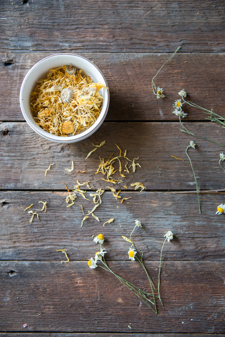 Three Ways to Add Natural Ingredients to Your Everyday | Clean Beauty | Non-Toxic Beauty | Botanic Beauty | Natural Beauty | Essential Oils | Essential Oil DIY | Natural Beauty DIY | Natural Beauty Tips | Essential Oils for Beginners | Clean Beauty for Beginners | Chamomile | Calendula | Wildflower Gypsy | Paprika Southern