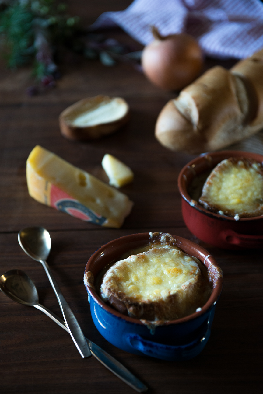 French Onion Soup Recipe | Thanksgiving Recipes | Holiday Recipes | Thanksgiving Dinner | Vegetarian Thanksgiving | Vegetarian Thanksgiving Recipe Ideas | Winter Comfort Food | Cozy Recipe Ideas | Cozy Holiday Ideas | Food Styling | Food Photography | Food and Prop Styling | Food Styling Ideas | Food Photography Ideas | Paprika Southern