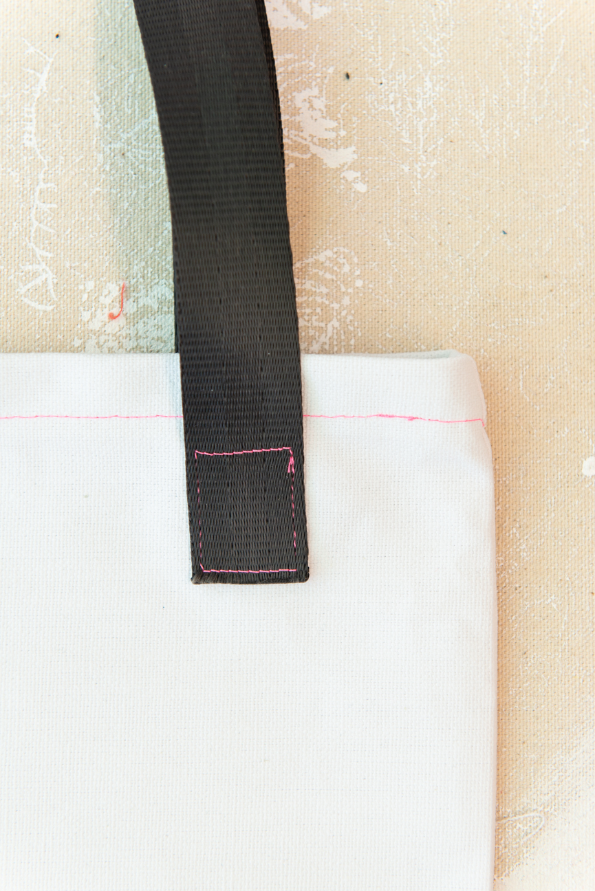 DIY Farmers' Market Tote with Moss & Marsh | DIY Tote Bag | DIY Projects | Sewing DIY | DIY Tote Bag Tutorial | Canvas Tote Bag | Easy Sewing Projects | Easy Sewing Tutorials | DIY Tote Bag Ideas | How to Make a Tote Bag | How to Sew a Tote Bag | Sewing Machine Projects | Beginner Sewing Ideas | Beginner Sewing Project | Beginner Sewing Machine Tutorials | Paprika Southern