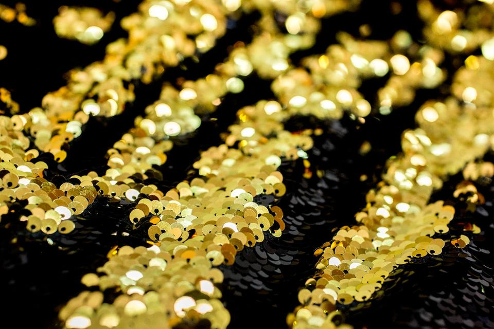 Black-and-Gold-Colored-Mermaid-Reversible-Sequin-Backdrop-006_480x@2x.jpg