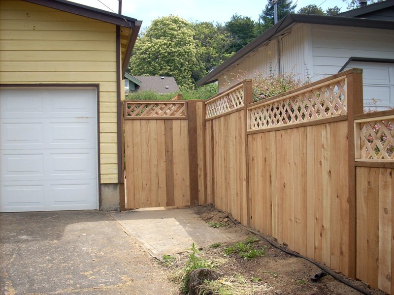 Privacy Fence with  Lattice Top