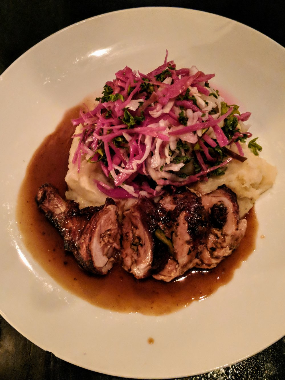 Hühner-Roulade | Dewberry's Chicken | Summer Slaw | Garlic Potato Purée | Pan Jus