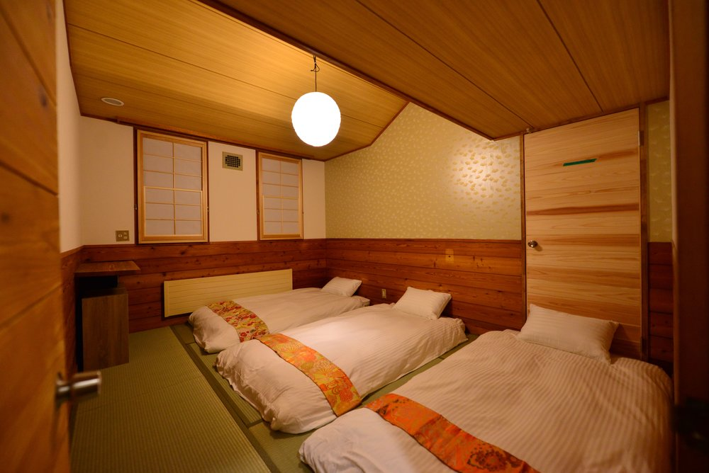 CORNER TATAMI ROOM WITH FUTONS  Room for 4 people. Shared facilities, double-thickness futon beds. Views of Madarao Ski Resort Or The Surrounding Mountains.