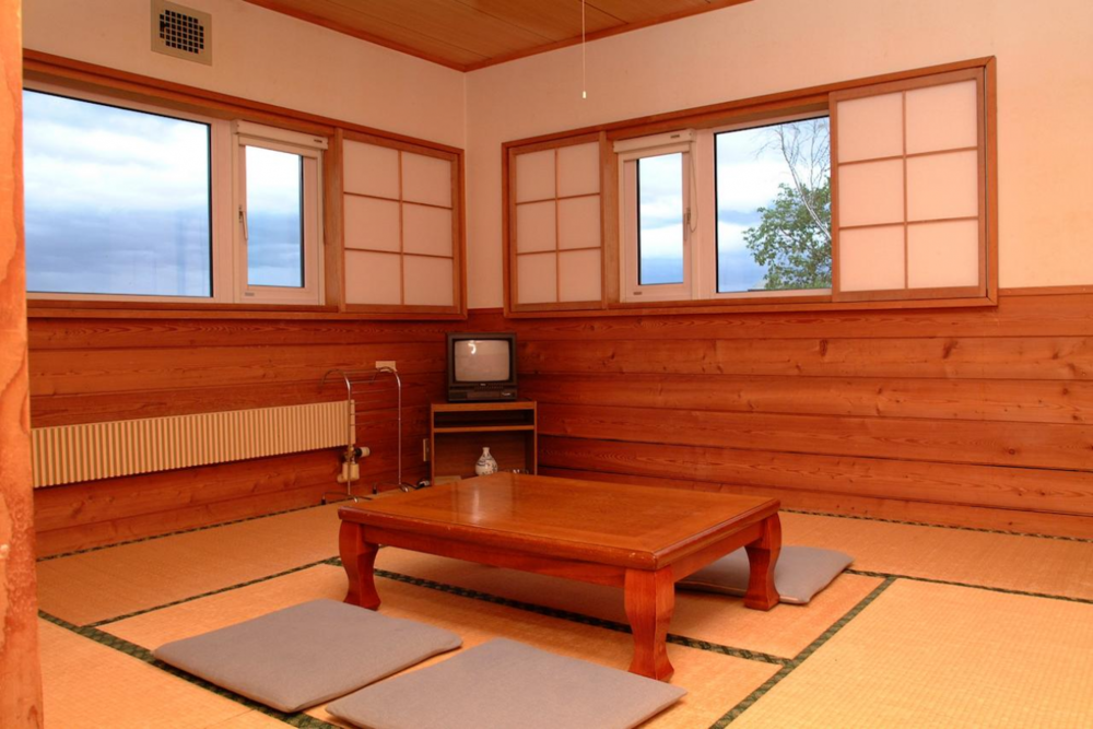 JAPANESE STYLE ROOM QUEEN / TWIN   Room for 2 people. Shared facilities. Western-style beds.