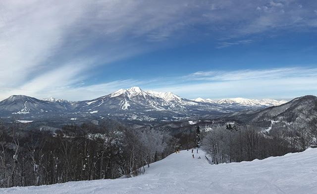 It's a beautiful bluebird day! Time to get out there and enjoy the expansive views from the ocean to Nojiriko and the majestic Myoko Kogen!