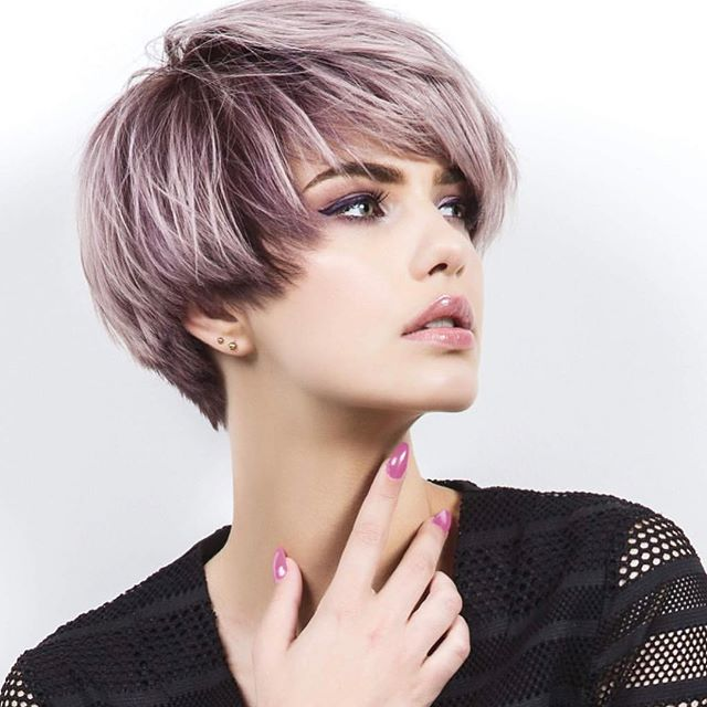 ELI COLOUR by @marijkeparadiek !  _ _  #elicolour #haircolour #haircolor #purplehair #shorthair #pixiehaircut #hairdresser #behindthechair #modernsalon #imallaboutdahair #weekendvibes #hairblogger #revolutionary #photoshoot #nofilter #hair #maxelieurope