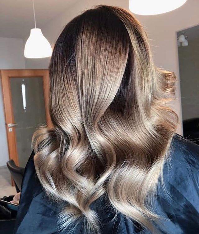 Stunning ELI COLOUR @max_eli_czech !  _ _  #elicolour #blondehair #balayage #colormelt #haircolour #haircolor #haealthy #hair #hairstyles #behindthechair #hairdresser #hairblogger #trending #beyourbest #happyweekend #hairgoals #longhair #maxelieurope