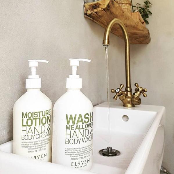 Zet producten bij de wasbak of op het toilet en laat zo de klant kennismaken.