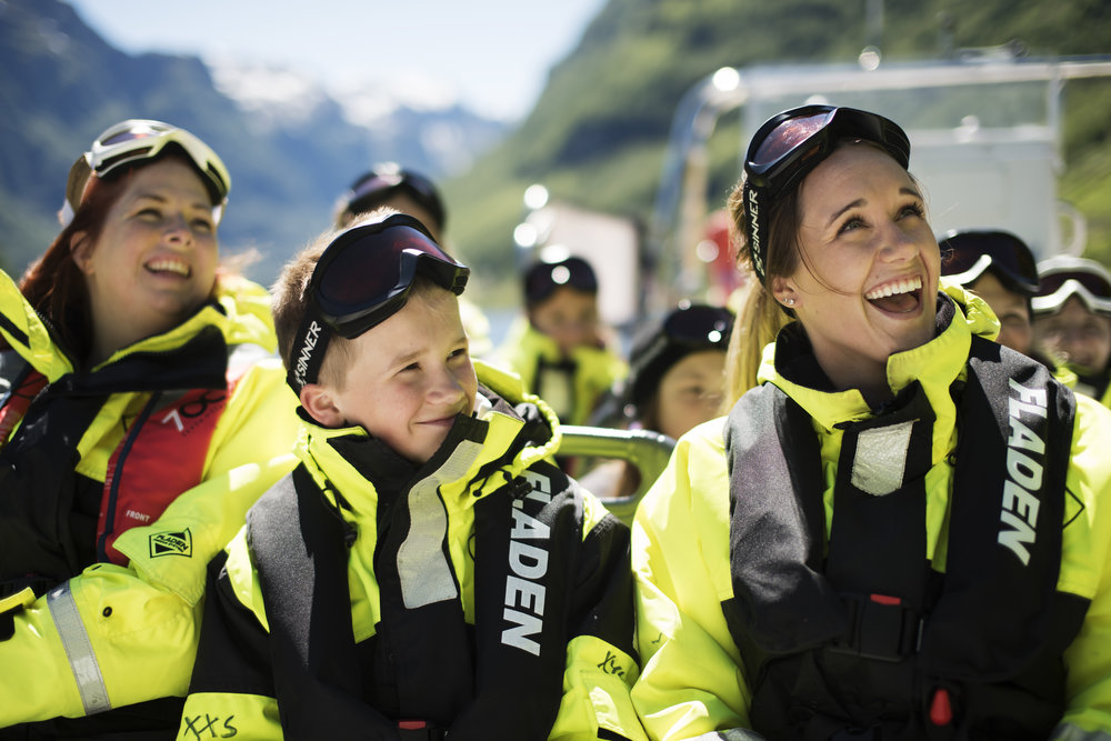 practical information - Time/period: 1 hour and 30 min. (Flåm - Sagfossen - Flåm)1.5.2019 - 30.9.2019At 10:00 - 11:30 and 15:00 - 16:30.Meet: 20 minutes prior to departure in FjordSafari receptionPrice: Adults NOK 710,- / Children NOK 530,- (free for children below 4)