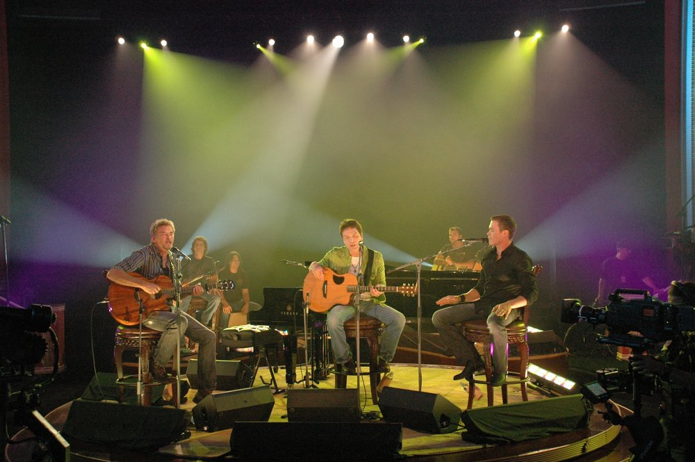 Season 1: Episode 1 - Kenny Loggins, Richard Marx, Brad Arnold.This live audience episode features all three artists/songwriters in a collaborative, theater-in-the-round setting performing their hit songs. The show is filled with hit music, interviews and on-stage conversation sure to delight every fan.Kenny LogginsConviction of the Heart / This Is It / I'm AlrightRichard MarxRight Here Waiting / Through My Veins / Don't Mean NothingBrad Arnold with Greg Upchurch & Chris Henderson of 3 Doors DownMy World / Your Arms Feel Like Home / It's Not My Time