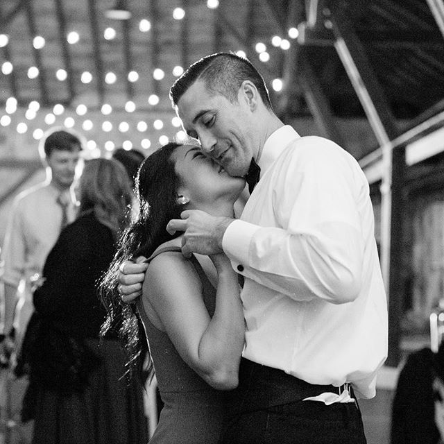Weddings really bring out the love, don't they? . . . @firesidecatering #craneestatewedding #craneestate #ipswichma #bostonweddingphotographer