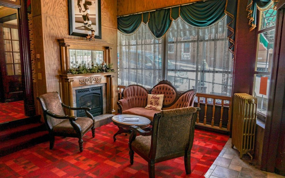 Rudys-Diner-Christmas-Casino-Inn-Lobby-1080x675.jpg