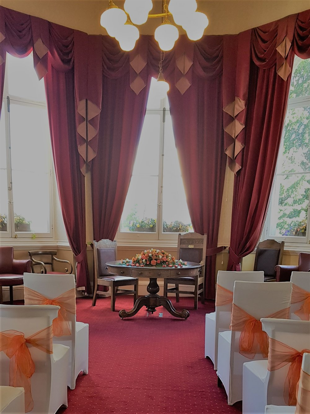 Mayoralty room autumn wedding.jpg
