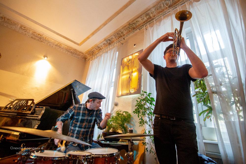 Фабриціо Спера (барабани), Пітер Найт (труба)