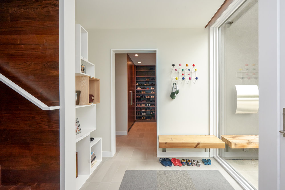 Modern entry and mudroom