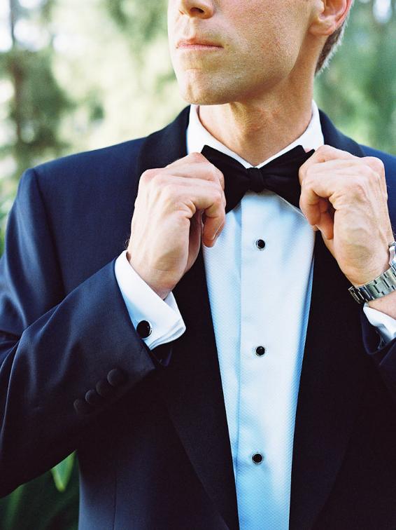 Groom bow tie.PNG