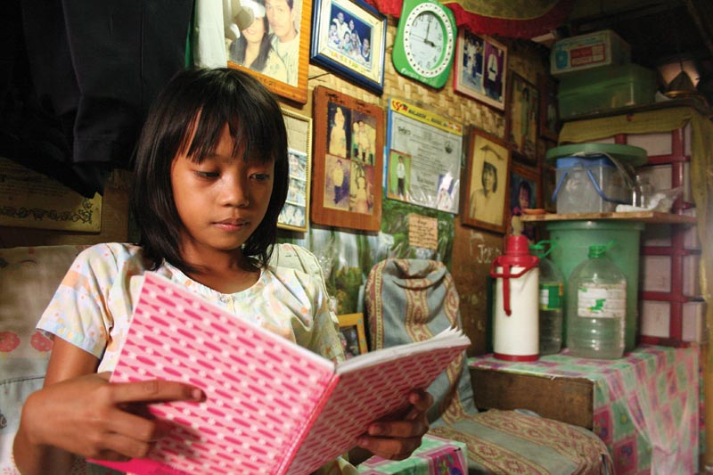 Philippines-girl-reading-notebook.jpg