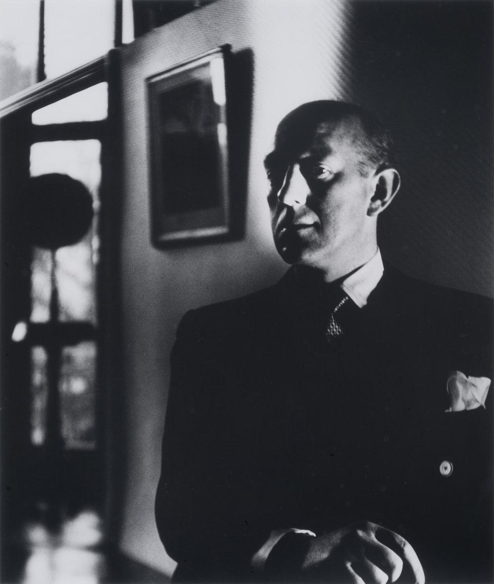Alec Guiness, Campden Hill, 1932