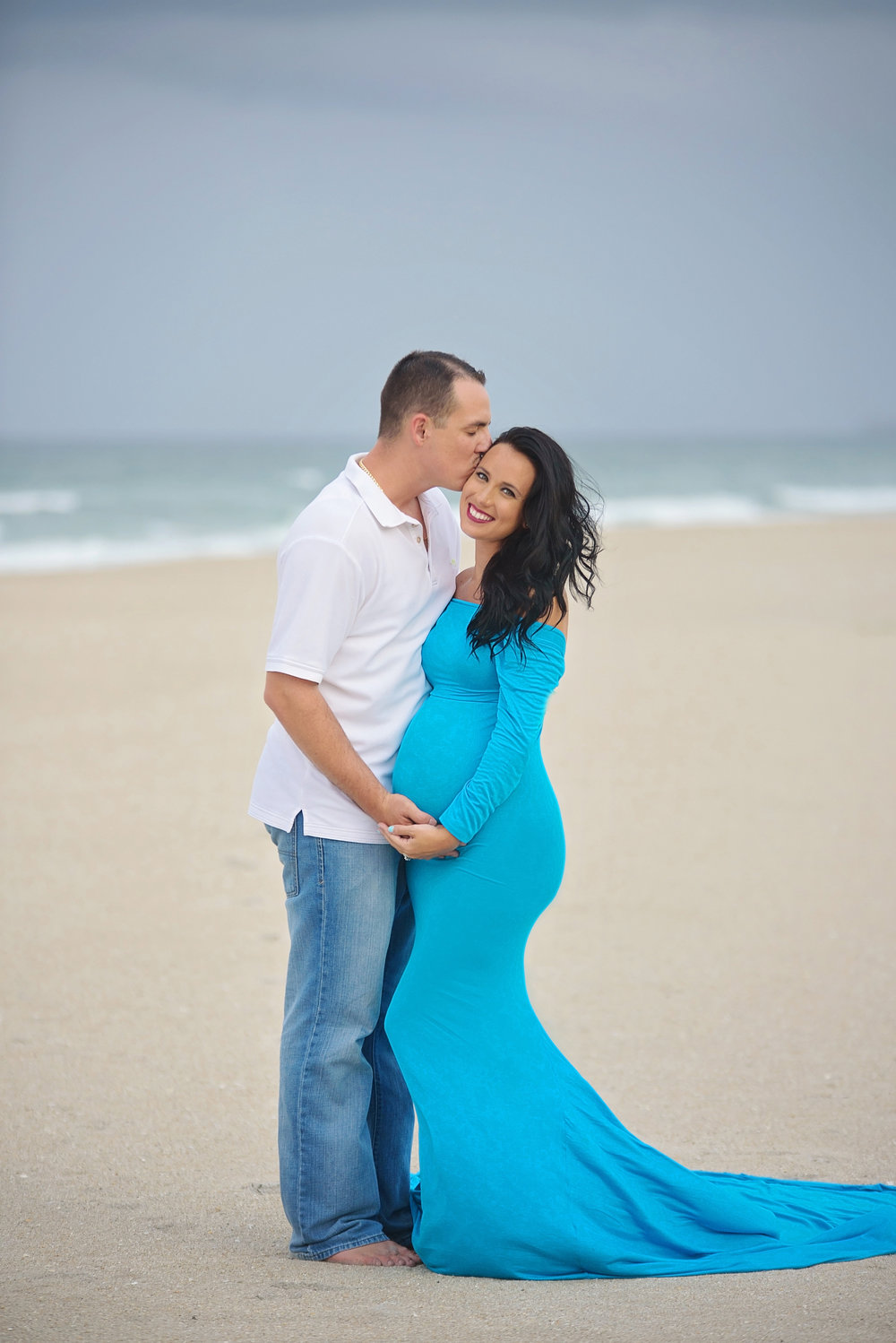 pregnancy-photographer-maternity-photograpy-expecting-mom-tequesta-jupiter-boynton-beach-delray-beach-wellington-lake-worth-boca-raton-parkland-captured-moments-by-dawn.jpg