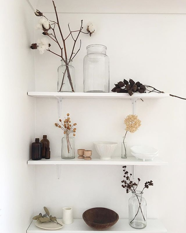 Apparently, I like dead things! I keep adding found/gifted/stolen bits of nature to these shelves and I'm not unhappy about it 😊 We've got souvenirs from Zak's cricket trip last month (pods from Gundagai; dried round ball-y things from Wodonga) and I may have snipped a sample of a cool-looking plant from my seamstress' garden recently (bottom right) which fits right in. Not sure I can squeeze any more on here though...