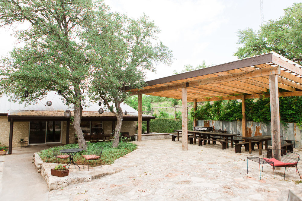 The Barn Haus - With two family spaces accommodating up to 18 people each and three private suites that can house up to 4 each The Barn Haus is perfect for large groups.Maximum occupancy is 46 overnight guests.