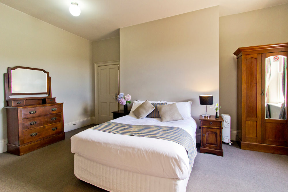 Heritage accommodation Tasmania | Deloraine Hotel