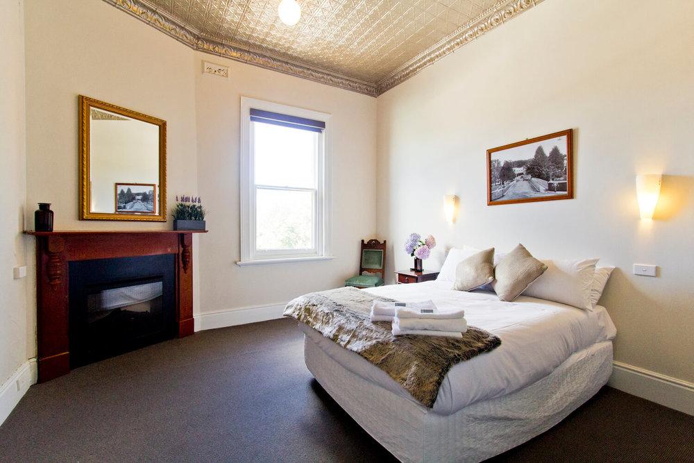 Accommodation near Launceston | Deloraine Hotel