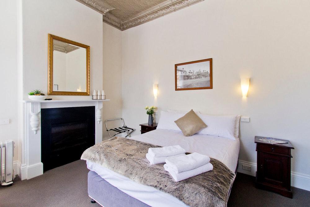 Triple Accommodation Tasmanian | Deloraine Hotel