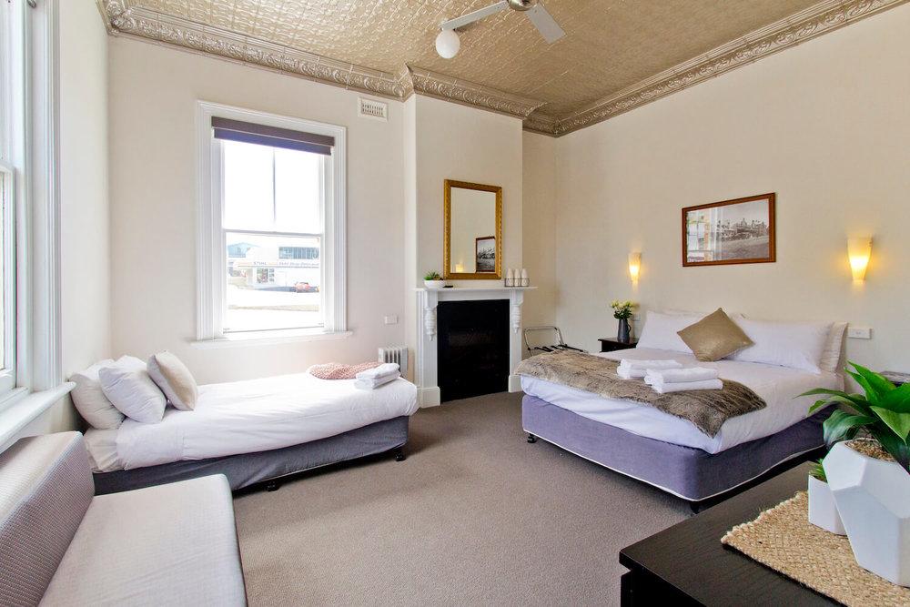 Accommodation Deloraine | Deloraine Hotel