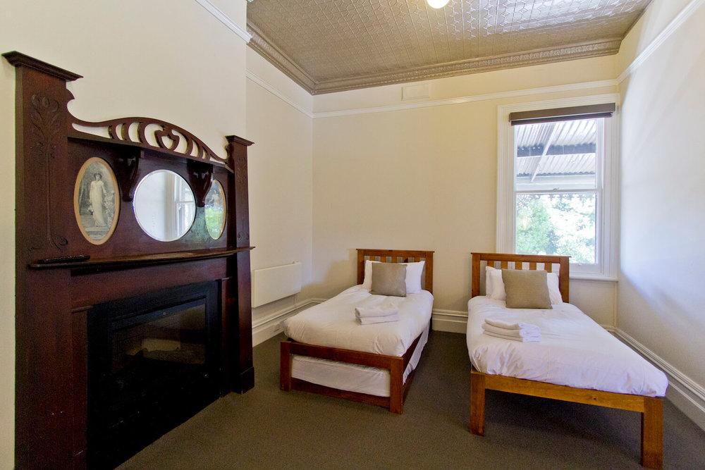Heritage Accommodation Launceston    Deloraine Hotel