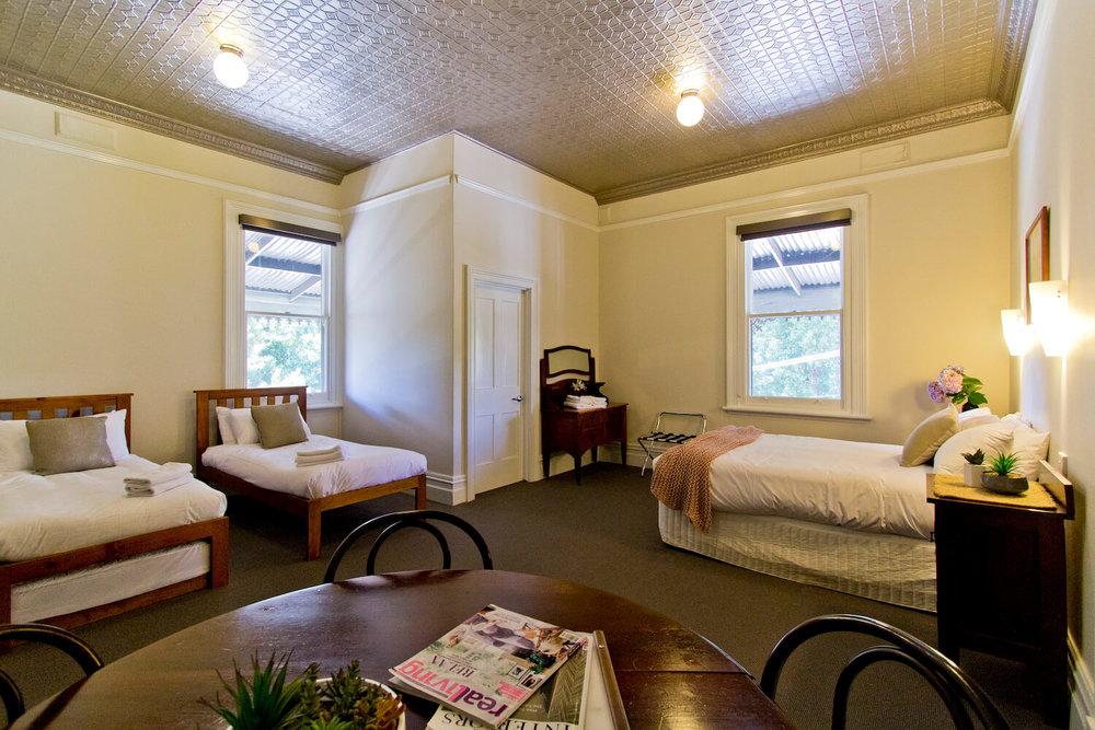 Accommodation Deloraine    Deloraine Hotel