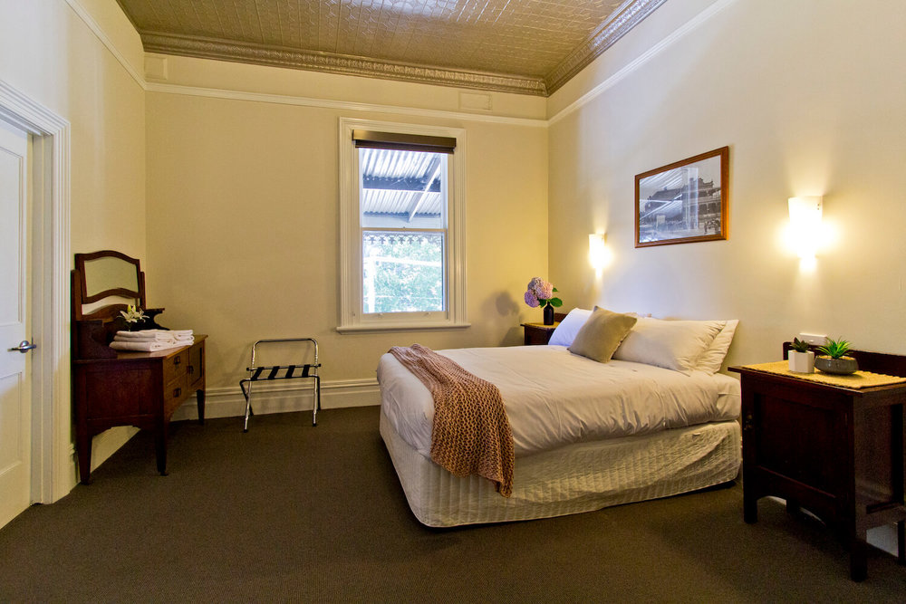 Accommodation Tasmania   Deloraine Hotel