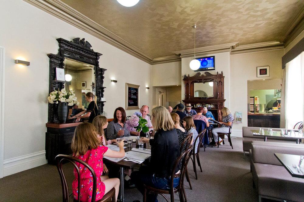 Pub Tasmania   Deloraine Hotel