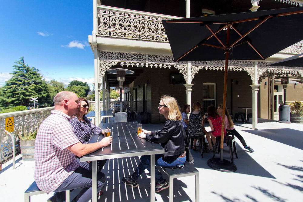 Outdoor Dining | Deloraine Hotel