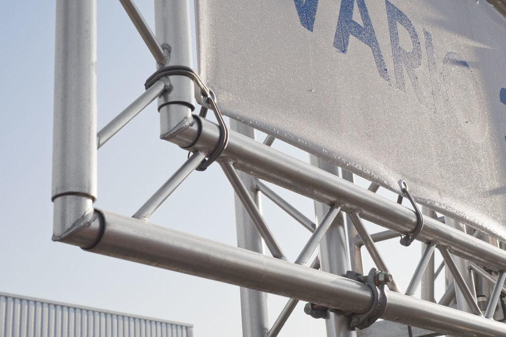 Für jede Größe das passende Bauschild:Die VARIO-Reihe - Manchmal ist einfach wenig Fläche vorhanden. Aber immer genug für die platzsparenden VARIO-Systeme!
