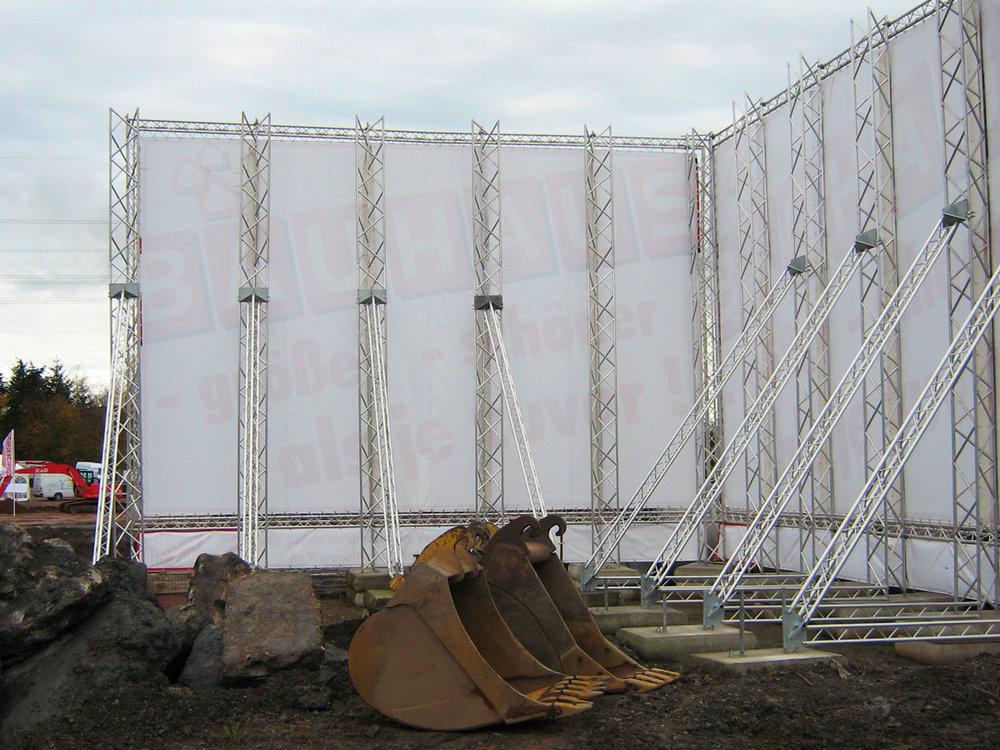 Wenn's groß werden soll! - Klassische Bauschilder mit Betonfundamenten sind die Basis jeder Baustellenwerbung. Bei uns bekommen Sie jede Größe!