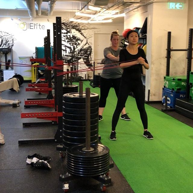 It's not all heavy lifting in prenatal class despite what you may think! Resistance training can mean lots of different things, and the most important thing is moving well and with intention 💗 Join me for Prenatal every Monday and Thursday at 5pm, at @gojielitehk