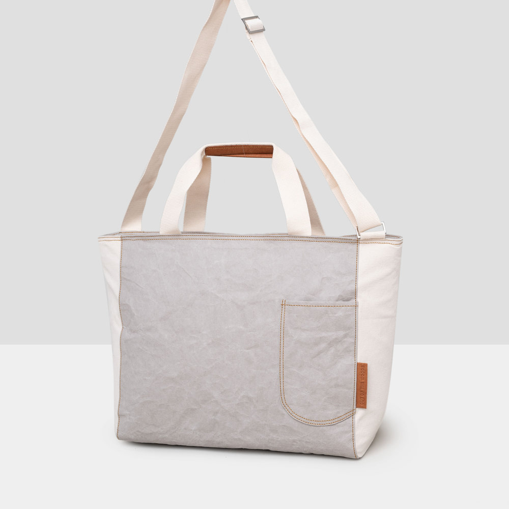 Seagull Messenger Cooler in light gray Supernatural Paper with contrasting white material end panels.