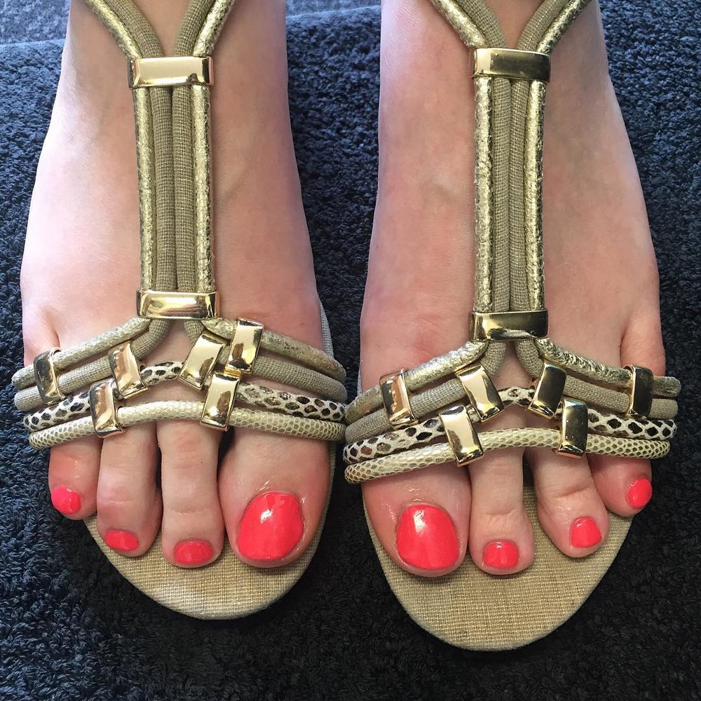 CND Shellac Pedicure - The classic CND Shellac Pedicure treatment. This dry pedicure includes a nail file, buff and cuticle neatening with CND Shellac application in the colour of your choice from our vast selection.£32