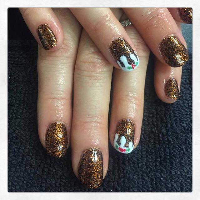 • C h r i s t m a s  P u d s 🎄 created by Phoebe • . . . . . . #rachaelandco #spitalfields #nails #shellac #nailslondon #cnd #nailart #christmasnails #glitternails #christmasnailart #naillife #naillounge