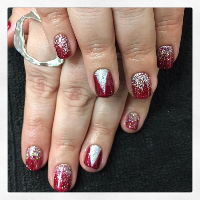 • C h r i s t m a s  J o y ✨ created by Chiara • . . . . . #rachaelandco #londonnails #christmasnails #spitalfields #nails #nailsnailsnails #nailart #glitterart #glitternails #christmasjoy