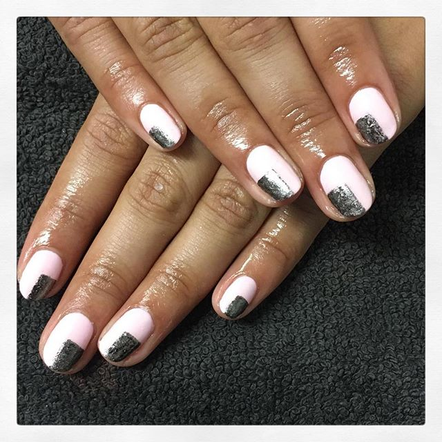• M I N I M A L 💠 created by Chiara • . . . . #rachaelandco #londonnails #spitalfields #nails #nailswag #nailart #cnd #shellac #shellacmanicure #minimalnailart #aldgate #bricklane #liverpoolstreet #naillife #naillove