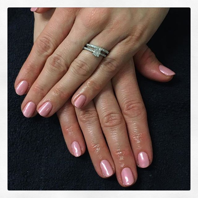 • G o r g e o u s  C o m b o 🌸 painted by Chiara • . . . . . . . . #rachaelandco #aldgateeast #nails #shellac #naillove #liverpoolstreet #spitalfields #cnd #pinknails #naillife #pinkpursuit #moonlightandroses #pinknails #nailslondon #londonnails