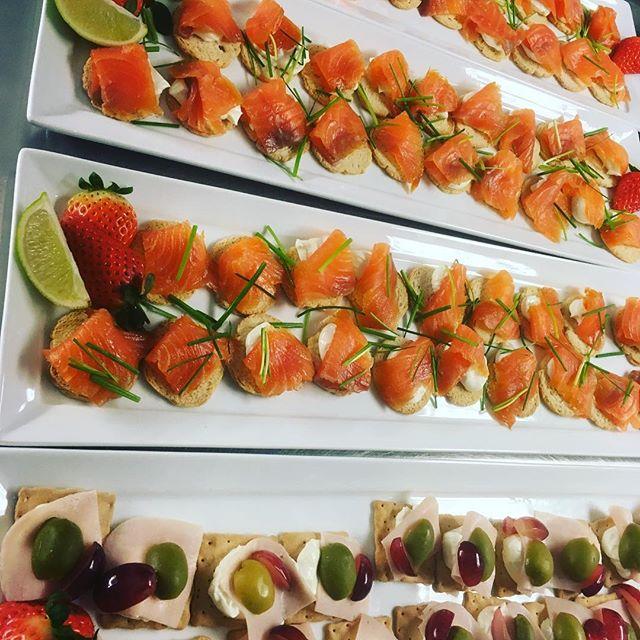 Servering av mat til #Førpremiere #Åpning #Møbelringen🥂