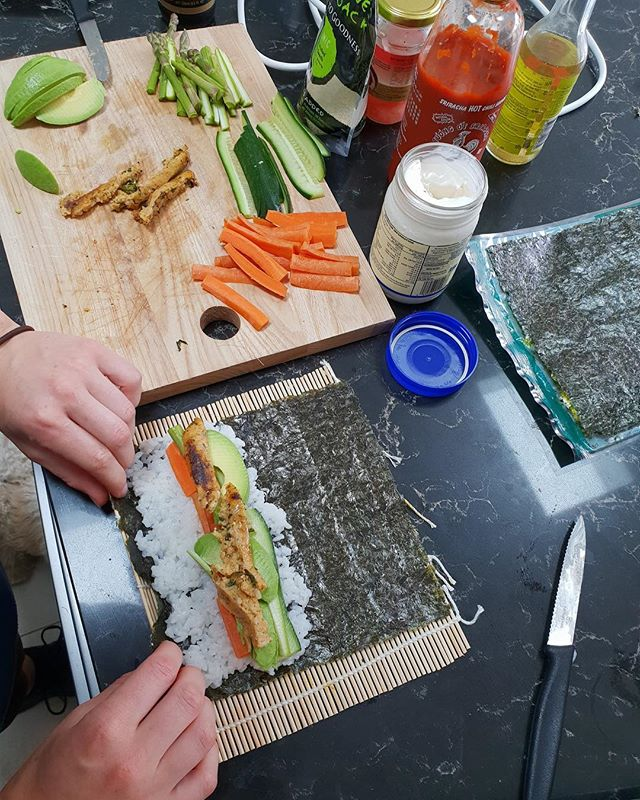 HOME MADE SUSHI! 🍣⁣⠀ ⁣⠀ There are so many reasons as to why we should all have #seaweed in our diets.⁣⠀ ⁣⠀ * Seaweed is much more nutrient dense than any land vegetables. It is an excellent source of micronutrients including folate, calcium, magnesium, zinc, iron, and selenium. More importantly, seaweed is a great source of iodine.⁣⠀ ⁣⠀ * Unlike land plants, seaweed contains preformed omega-3 fatty acids DHA and EPA, so seaweed or algae oil can be a reliable source of omega-3 for vegetarians.⁣⠀ ⁣⠀ * Beans can cause gas and stomach upset for many people. This can be easily fixed by adding kombu, a particular kind of seaweed, to the beans when cooking.⁣⠀ ⁣⠀ * Seaweed contains many antioxidants. As part of a healthy diet, seaweed can help protect against oxidative stresses and prevent chronic diseases such as cancer and digestive problems.⁣⠀ ⁣⠀ * All plants contain fibre, but seaweed also has other odd types of carbohydrates that we lack the digestive enzymes to digest. These include  carrageenan, fucan, galactan, and many more. These carbohydrates then become foods for the bacteria (see this study for a more detailed explanation).⁣⠀ ⁣⠀ #homemadesushi #veganfoodshare #poweredbyplants